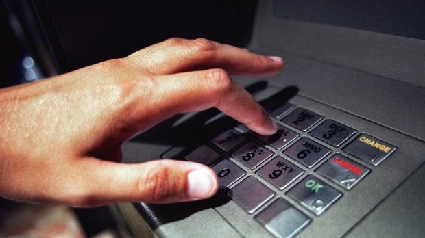 هکرها بوسیله گوشی Samsung Galaxy S4 پول های دستگاه ATM را به غارت بردند