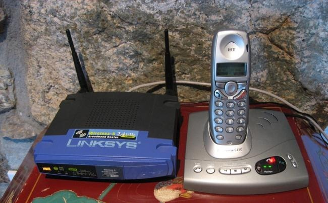 wireless-router-and-cordless-phone