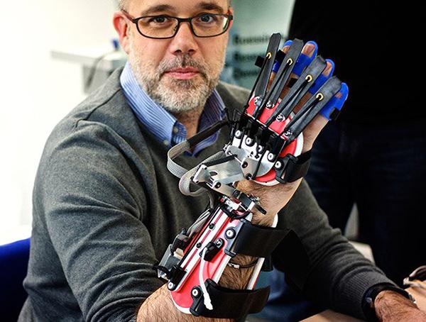 xSCRIPT-robot-hand.jpg.pagespeed.ic_.eUs_c_ggcT