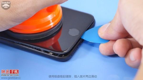 ۳-apple-iphone-7-teardown-1024x571