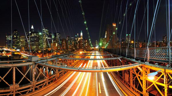 عکس پس زمینه از شهر در شب