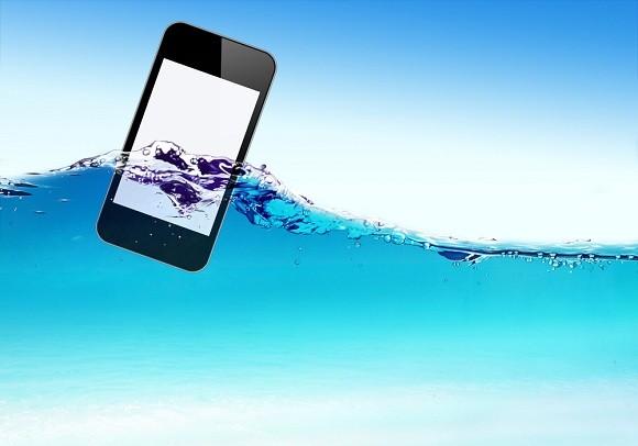 وقتی گوشی یا تبلت ما خیس شد، اولین راههای نجات چیست