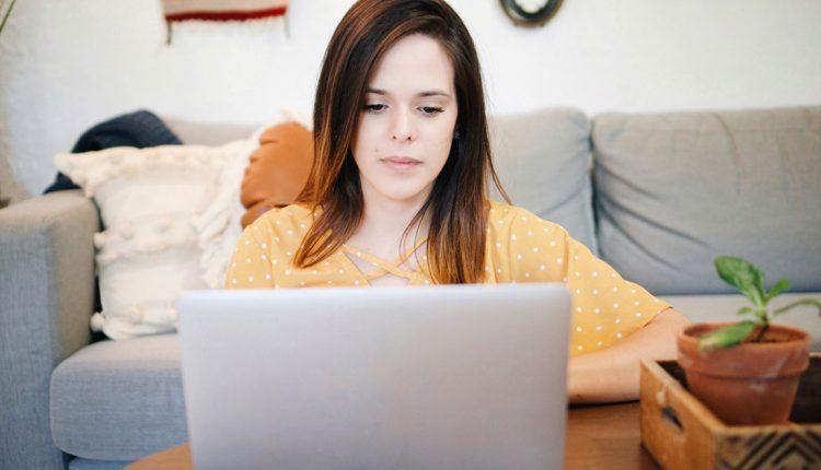 چطور با تنهایی هنگام کار کردن در منزل و دور کاری کنار بیاییم