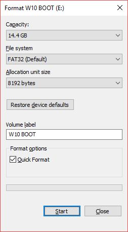 آنچه مشاهده می کنید پنجره ای کوچک است که به شما کمک می کند تنظیمات پیش از فرمت را روی آن انجام دهید و بعد با فشردن دکمه استارت اقدام به فرمت کردن فلش نمایید