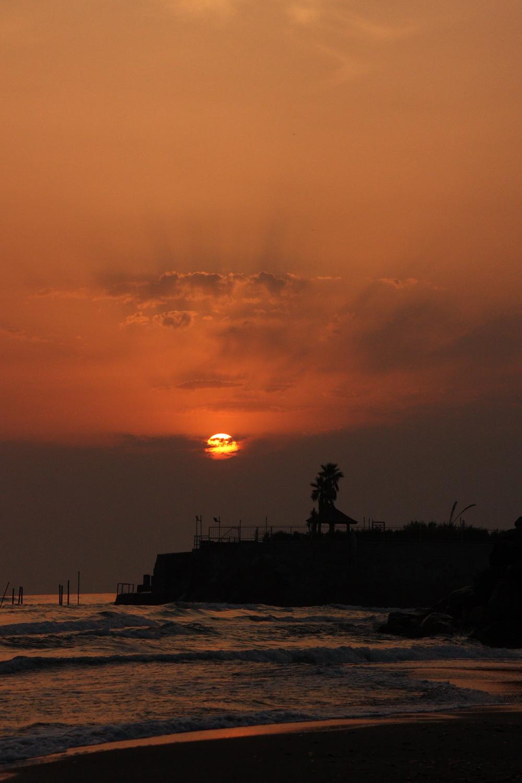 طلوعب آفتاب در ساحل