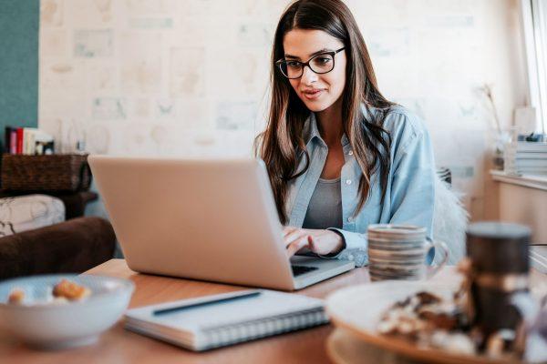 ۵ عامل انگیزه بخش برای نوشتن اولین کتاب برای کسب و کار