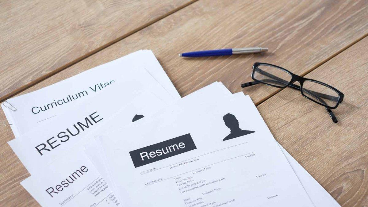 برای ارسال سوابق کاری از CV یا رزومه استفاده کنیم؟