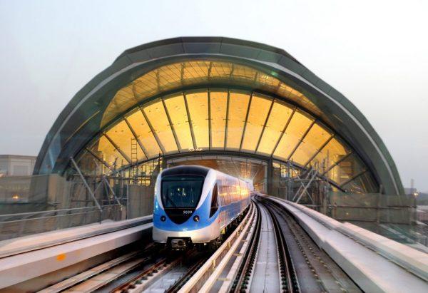 dubai metro 950x651 600x411 - راهکارهایی برای داشتن سفر ارزان به شهر دبی که باید بدانید
