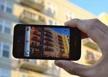 extra_smartphones_taking_photo