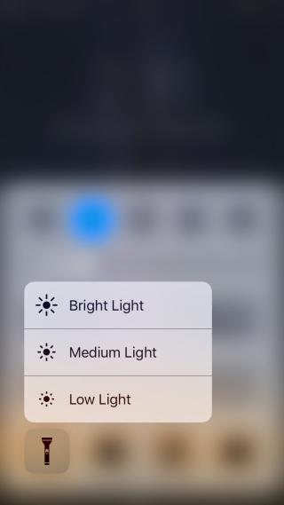کنترل نور Flashlight در iOS 10 به کمک touch سه بعدی