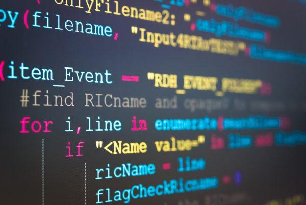 برنامه نویسی اندروید در اولویت با برنامه نویسی آی او اس است، چرا که مخاطبین بیشتری دارد