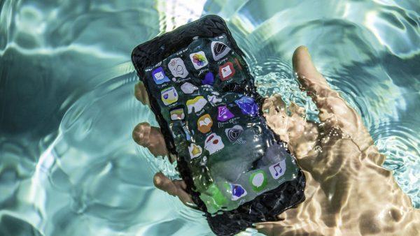 خیس شدن گوشی لمسی، و روش های اصولی و غیر اصولی برای خشک کردن آن را در این مطلب دنبال کنید