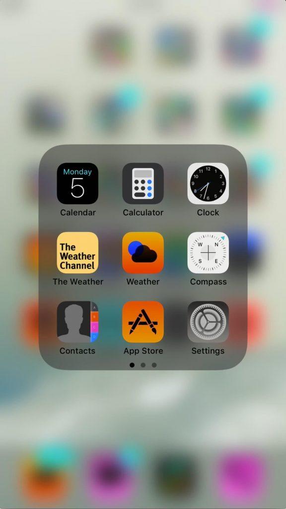 این تصویر مربوط به Smart Invert است. به پس زمینه و حالت اپلیکیشن ها دقت کنید