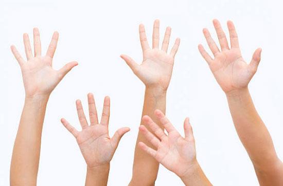 دست تکان دادن زبان بدن